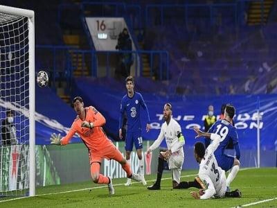 Chelsea vào chung kết Champions League