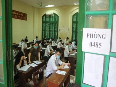 Thí sinh tại 3 tỉnh sẽ thi lại với đề thi dự phòng vì sai sót của 18 cán bộ coi thi