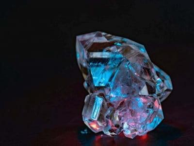 Đổi đời khi một lúc tìm được 5 viên kim cương xanh hiếm nhất thế giới